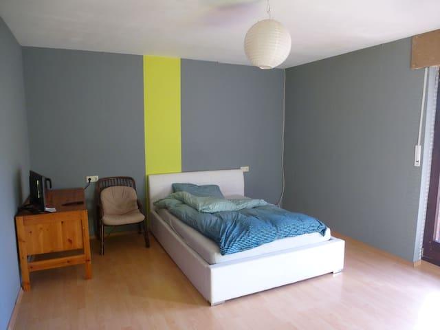 25qm Zimmer, Balkon, ruhige Lage 15min in die City