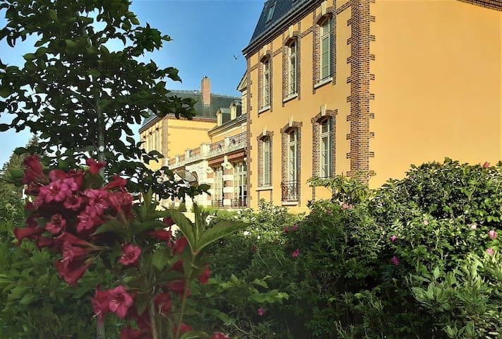 Cloyes-sur-le-Loir的民宿