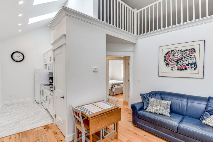 Brand new little house in the heart of Hawthorne