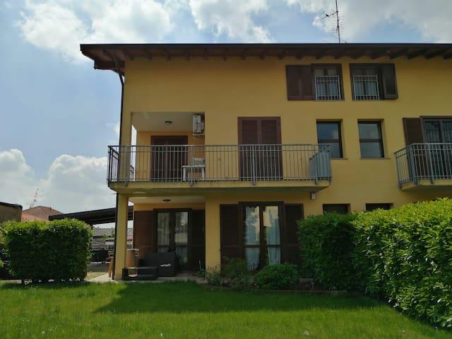 Vanzaghello的民宿