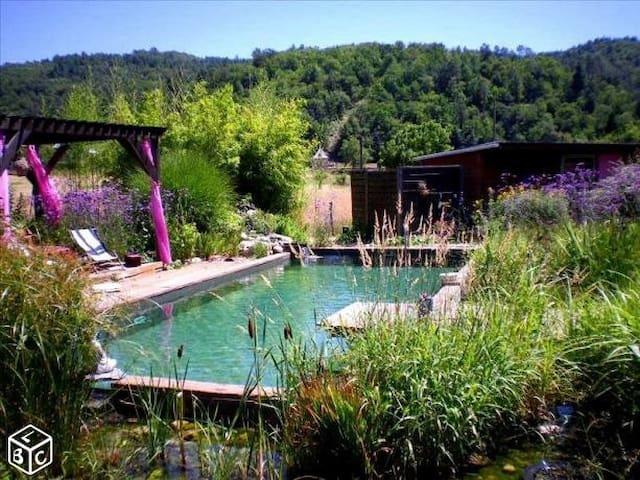 Monceaux-sur-Dordogne的民宿