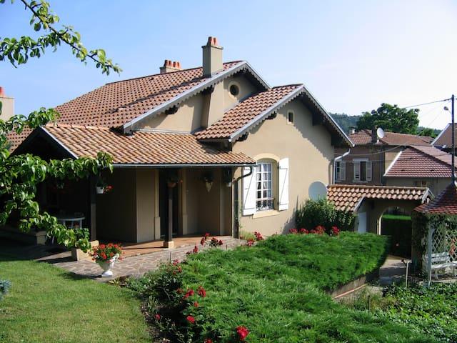 Saint-Remy-la-Calonne的民宿