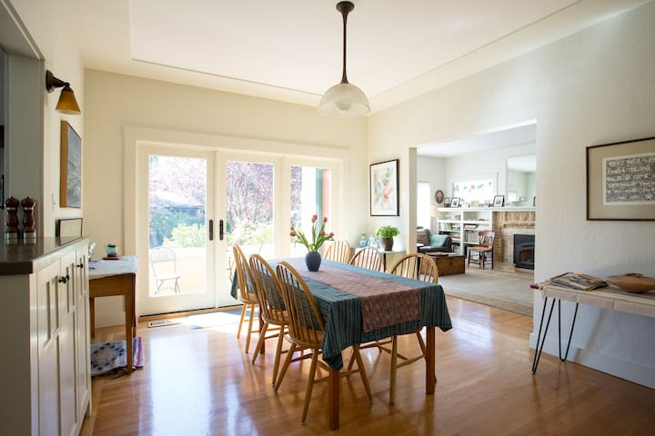 Heart of the Elmwood District! Private Room + Bath