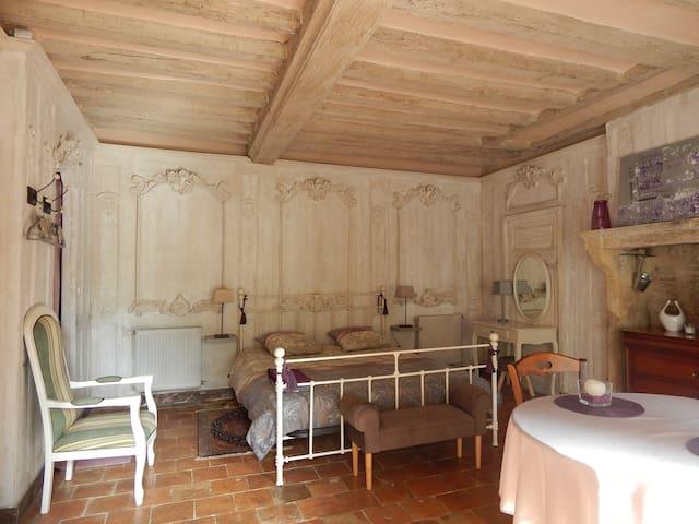 Domfront-en-Champagne的民宿