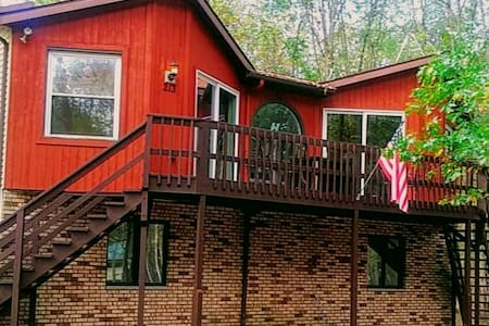 PET friendly Cabin, sanitized, great for families!