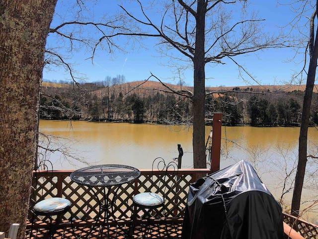 Elmer Davis Lake的民宿