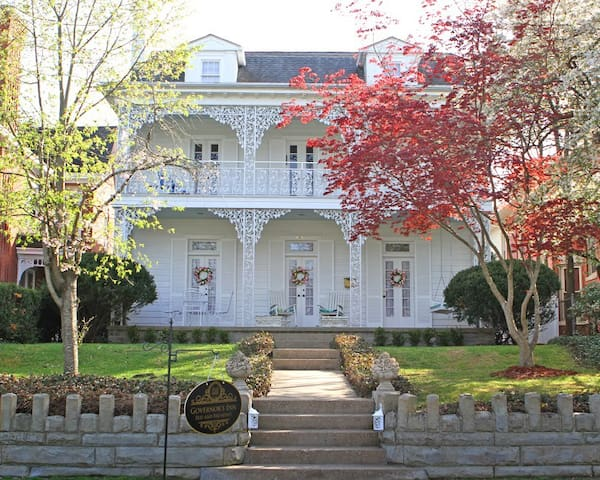 Ida Willis Suite - Governor's Inn Bed & Breakfast