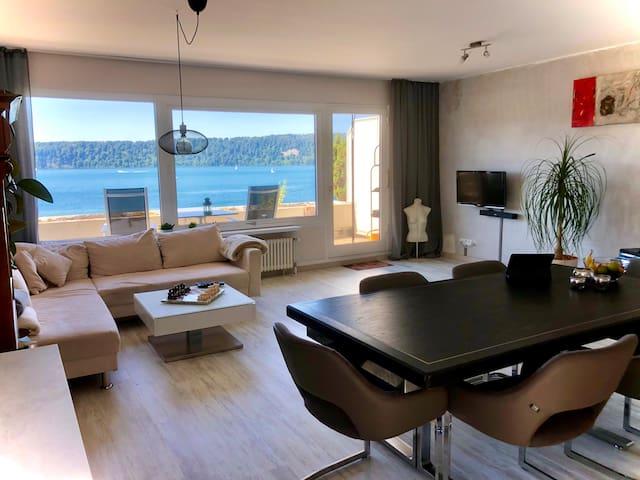 Trendige Wohnung mit Seeblick im Loftstil