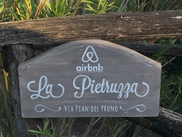 Guidebook for La Pietruzza