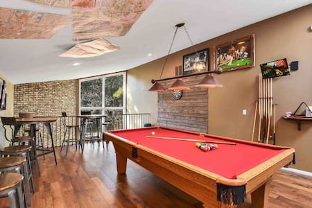 Game Room~2400ft²~Hot Tub~Grand Canyon ~Peaceful