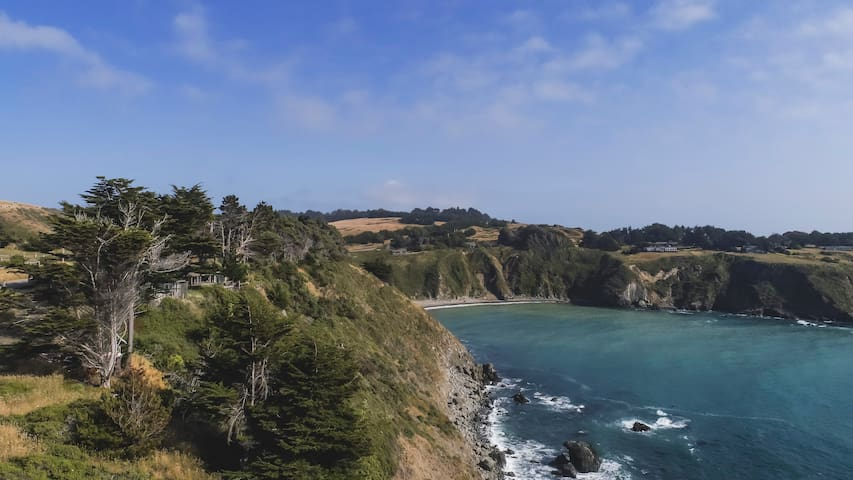 Mendocino Coast Cliffside Cottage—Sea Cloud