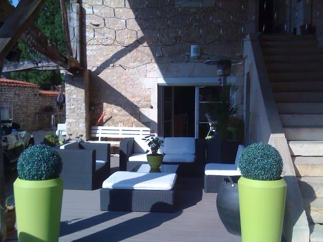 Spacious apt with garden & terrace