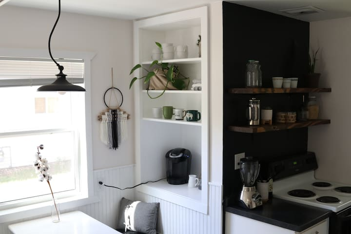 [Cozy Modern Cottage] // self check-in & free wifi