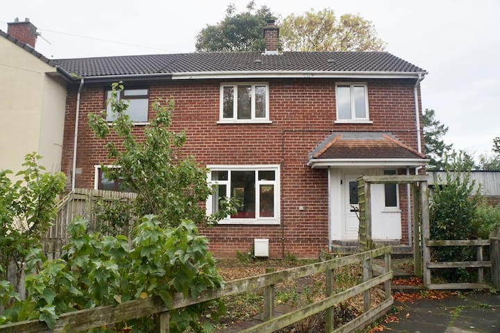 Cosy South Belfast 3 Bed House Garden + Wifi