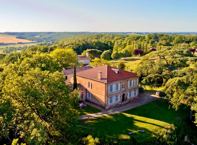 Luxury Chateau: 7bed/7bth, AC + Heated Pool