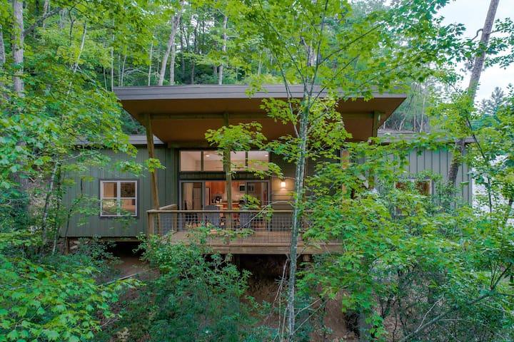 PILOT COVE 2 BR Cabin - Modern Luxury w/ Nature!