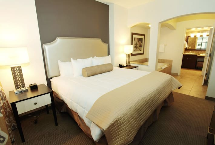 * Special Price / Resort Close to the Strip/ 4p *
