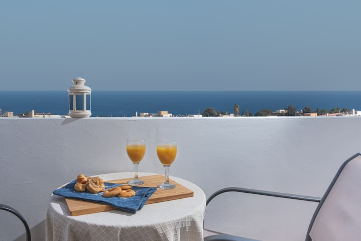Azure 💙Suite: Top views, min. to Old Town Rhodes