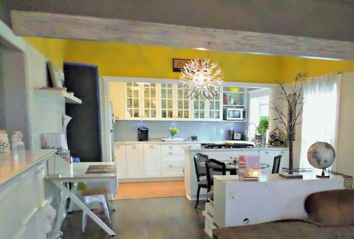 Modern  California Cottage Near All