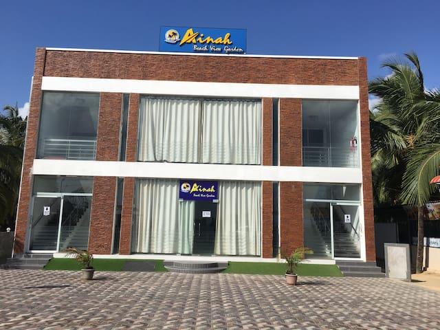 Akkaraipattu的民宿