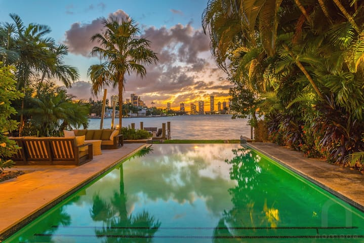 Miami Beach Mansion with Pool, Dock, Gym Tiki Hut!
