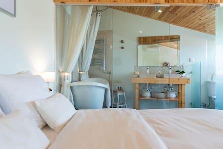 Quarto Pirica, stunning suite on Sintra mountain