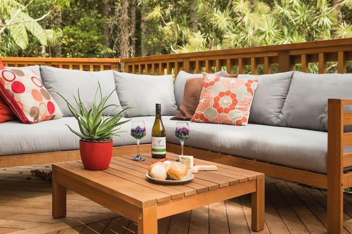 Titirangi Haven  (Private guest suite)
