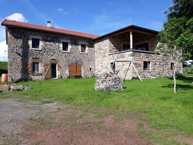 Saint-Paul-de-Tartas的民宿
