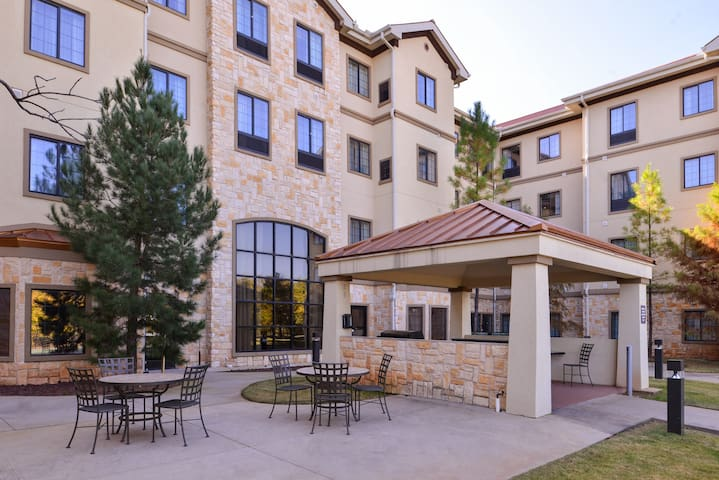 Heated Saltwater Pool + Hot Tub + Free Breakfast | 24 Hour Business Center