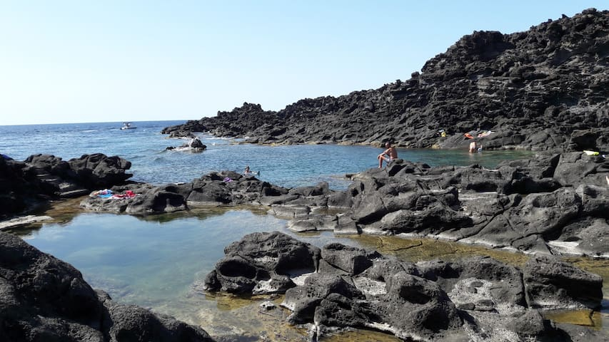 HOME WITH SEA VIEW IN PT. FRAM ON PANTELLERIA
