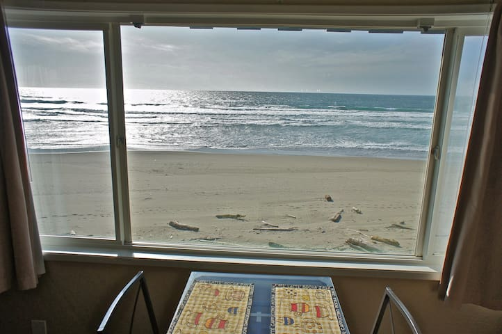 Afternoon DeLighthouse - Large Beachfront Condo!