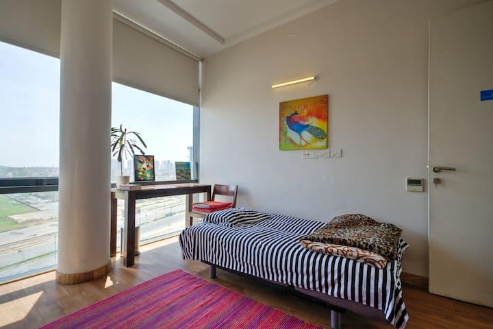 Aravali facing pvt room {including breakfast}