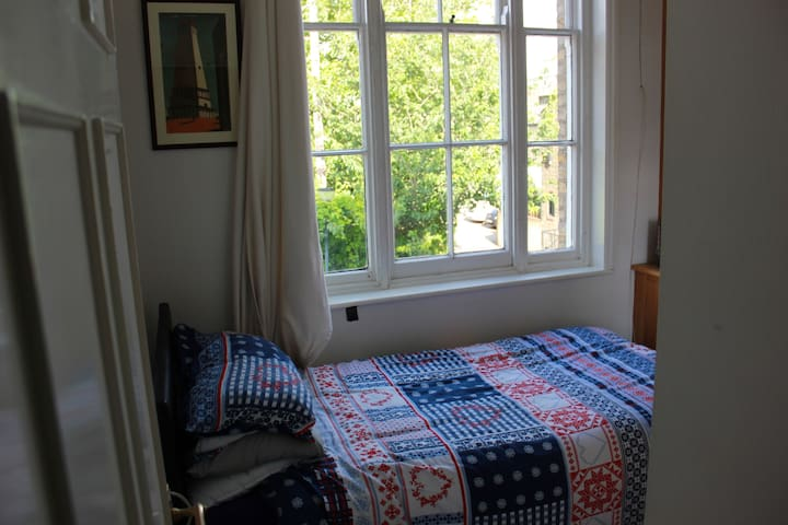 Small Single Room in Greenwich (Old Naval College)