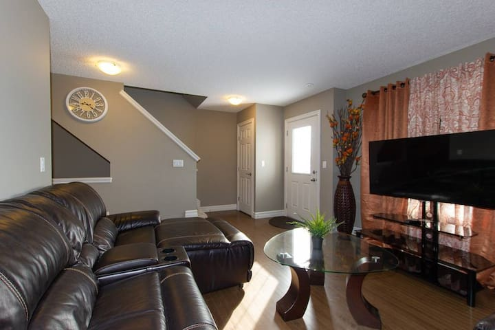clareview  gorgeous 3 bdrm townhouse with 2.5 bath