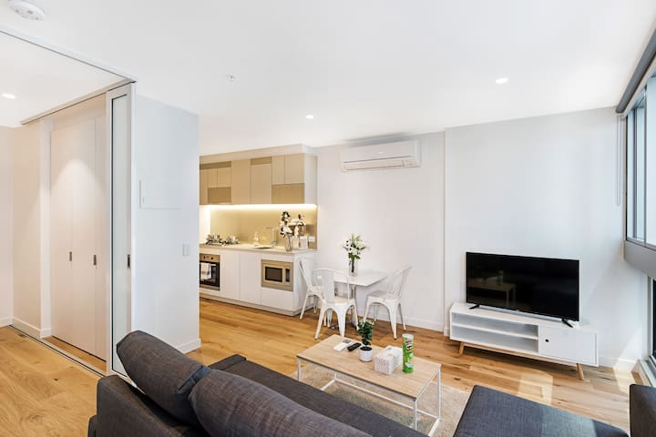 Standard One Bedroom Apartment in city
