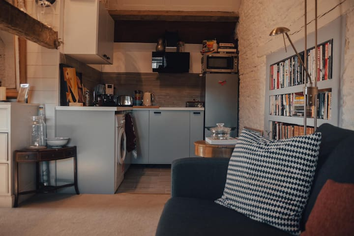 Quirky and cosy self contained get away