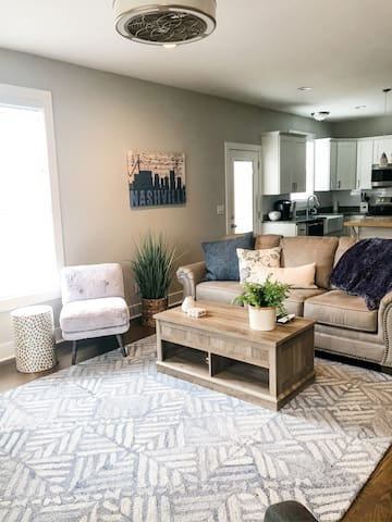 Spacious and Modern Home Minutes from Downtown
