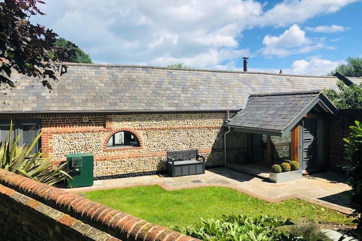 Old Church Barn, stunning barn conversion, sleeps 4, dog friendly
