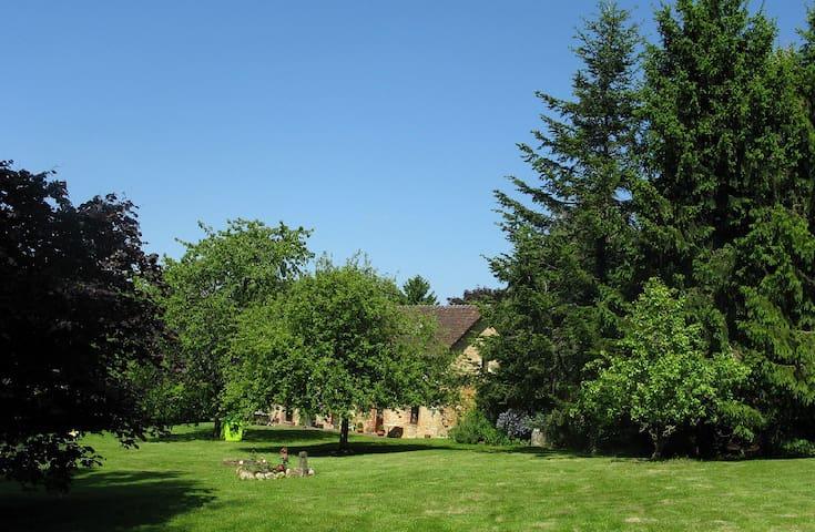Saint-Martin-des-Pézerits的民宿