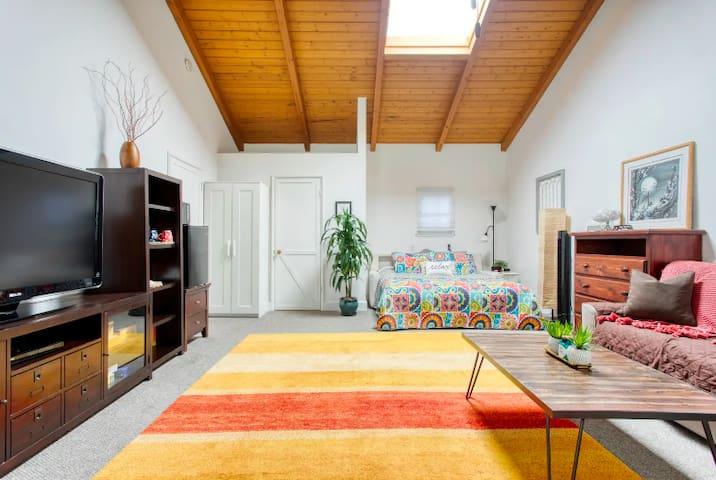Spacious & Private Studio Cottage