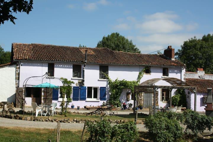 Saint-Martin-du-Fouilloux的民宿