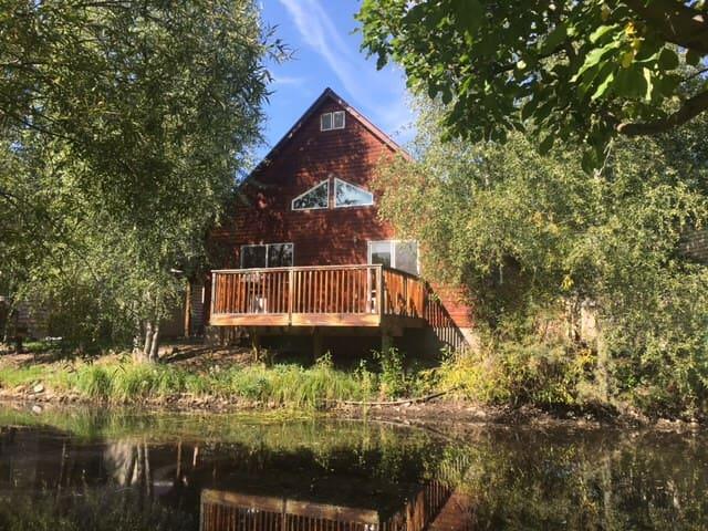 The Creekside Cabin