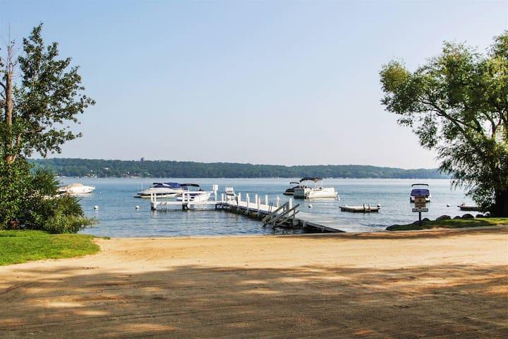 Fontana-on-Geneva Lake的民宿