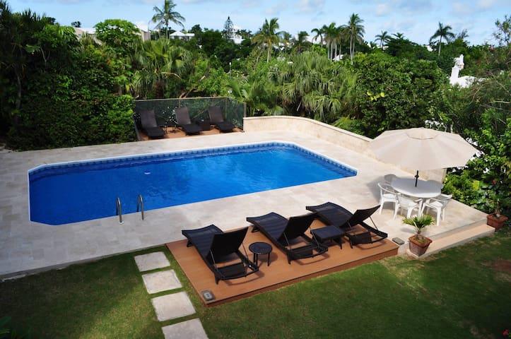Unit -15 Pool, Queen bed, Hamilton Bermuda