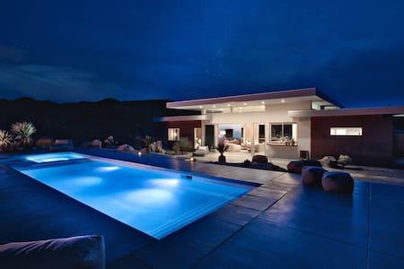 SkyHouse Joshua Tree: Private Villa with Pool/Spa