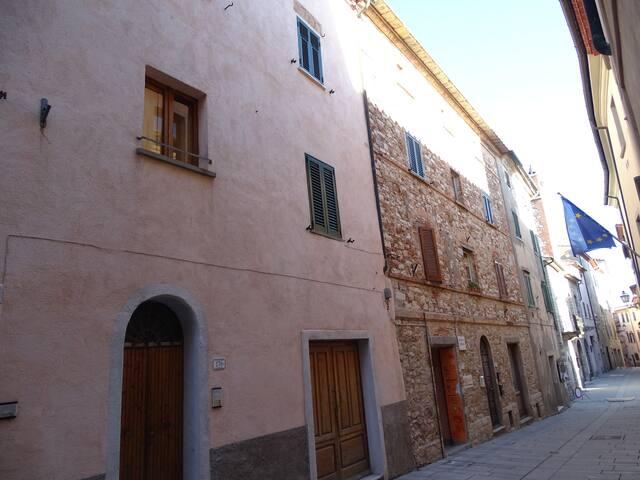 Monterotondo Marittimo的民宿