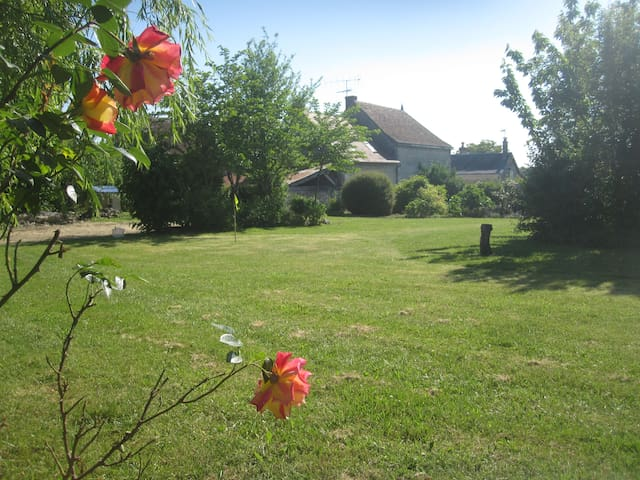 Civray-sur-Esves的民宿