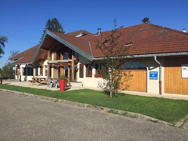 Lac-des-Rouges-Truites的民宿