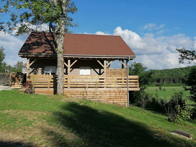 Chalet Le Nid des écureuils / Lac de Chalain/ Jura