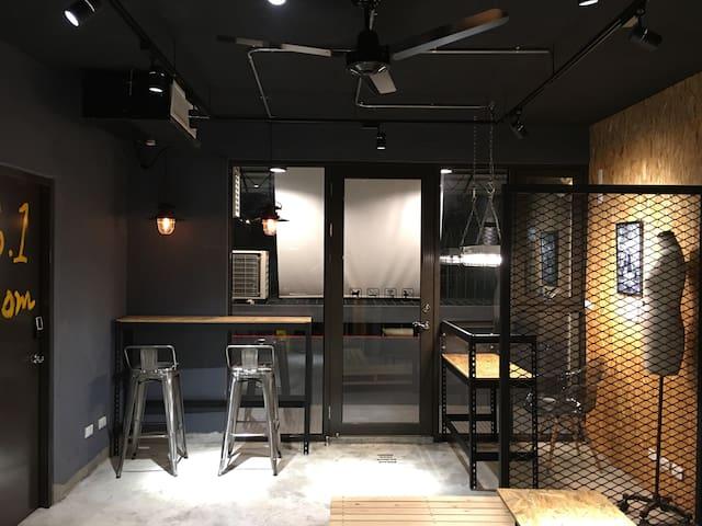 Loft Apartment 5F/中正技擊館捷運站步行5分鐘(雙人房)